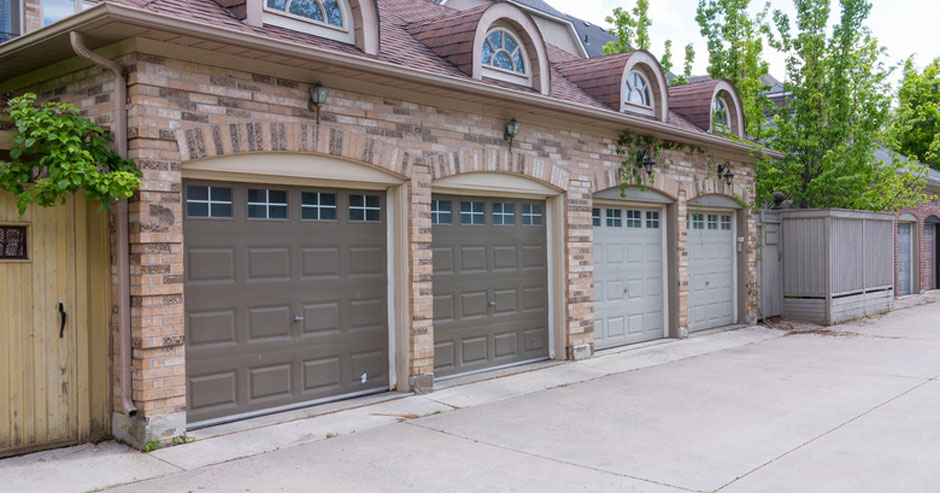 Broken garage door repair Menomonee Falls